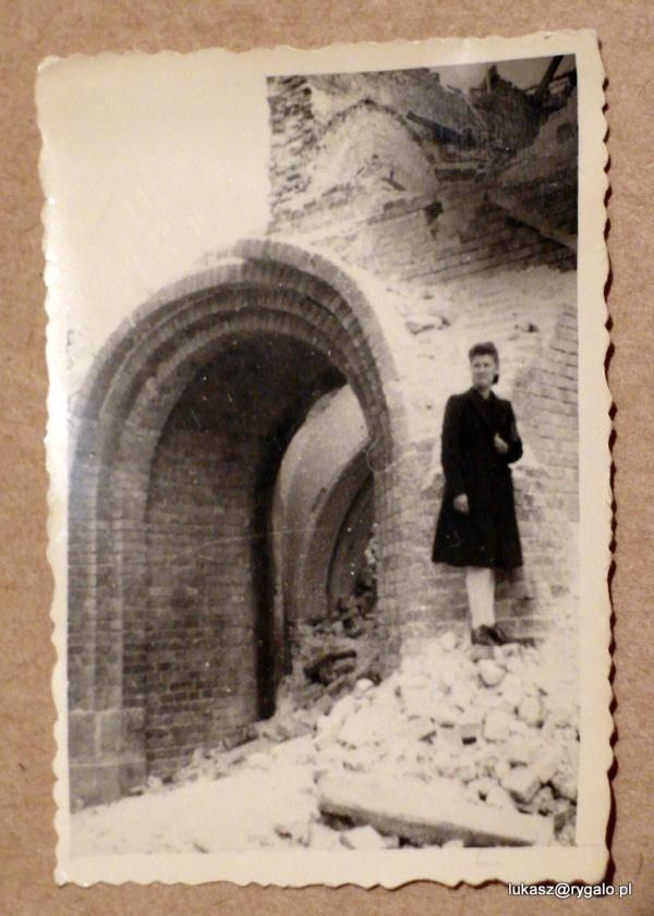 Ruiny wołomińskiego kościoła, rok 1945