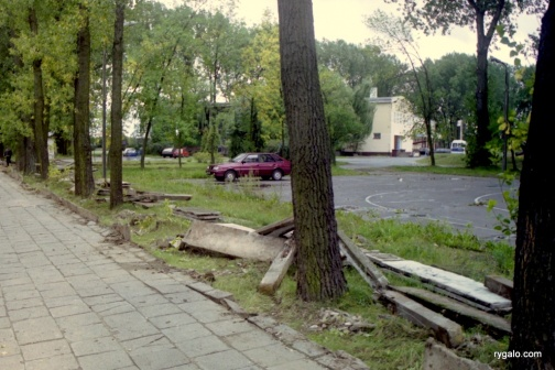 rozbiórka betonowego ogrodzenia