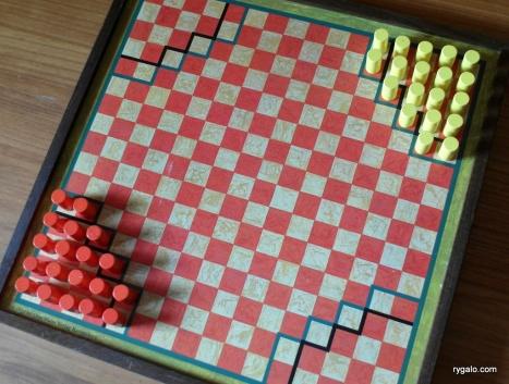Halma - ustawienie początkowe dla dwóch graczy