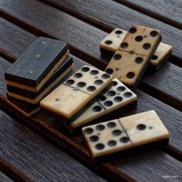 P8190140_vintage dominoes