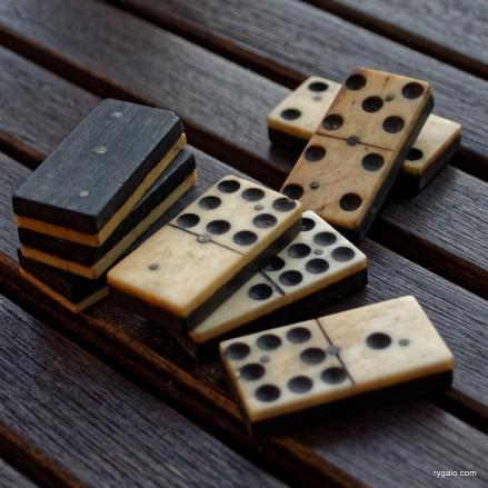 P8190140_vintage dominoes