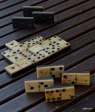 P8190156_vintage dominoes